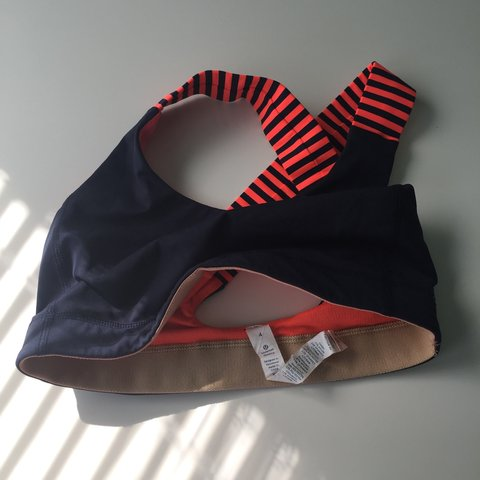 2f1caa0d81d37 Lululemon Cross Back Sports Bra in size 4. Navy with a pop a - Depop