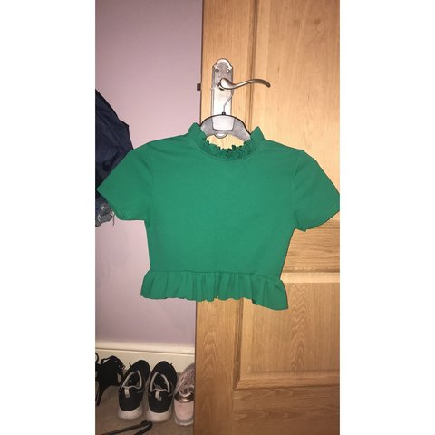 28036e7d1ee5e cameo rose top green frilly crop top. never worn, so in a - Depop