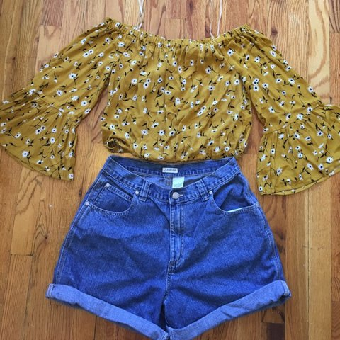 116ed7800e332 Off the Shoulder Long Sleeved Crop Top  Brand new with Size - Depop