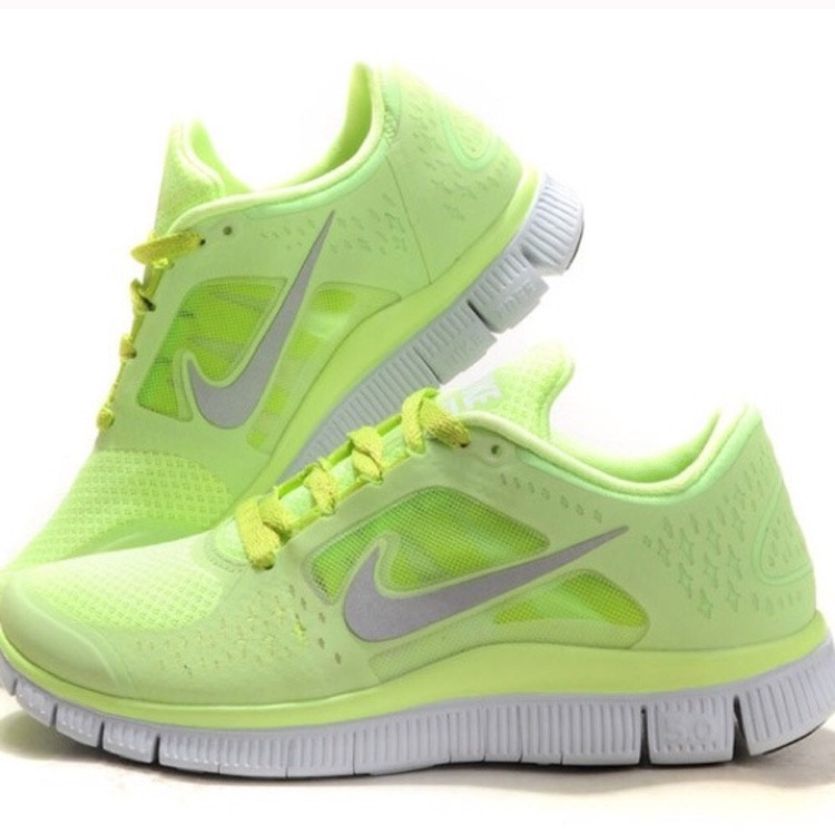 competitive price 38547 7c51a Gently worn neon green Nike free run. - Depop