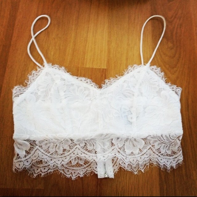 50fd3cb86ea8f Topshop white lace bralet. Size 6. SOLD OUT!! Didn t want to - Depop