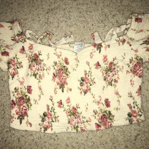 1bd75a0836427 Off the shoulder cropped tight scrunch floral top! Very to - Depop