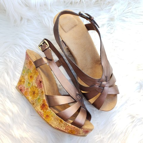 8f0756bc0ead Bronze Wedge Sandals Criss Cross Floral Cork These gently 9 - Depop