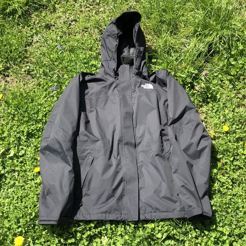 6d103cb56184 The North Face jacket All black. I love that this has but is - Depop