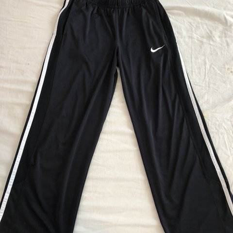 389e9e950b58 i love these pants. they are from Nike and they look really - Depop