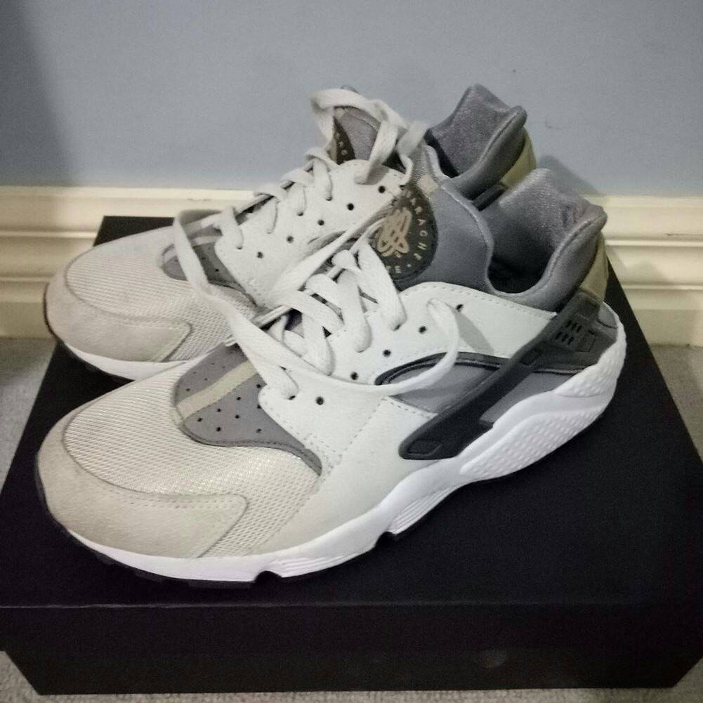 e143cf079f10 Nike Huarache. Will fit a womens size 8 8.5 Only worn a of - Depop
