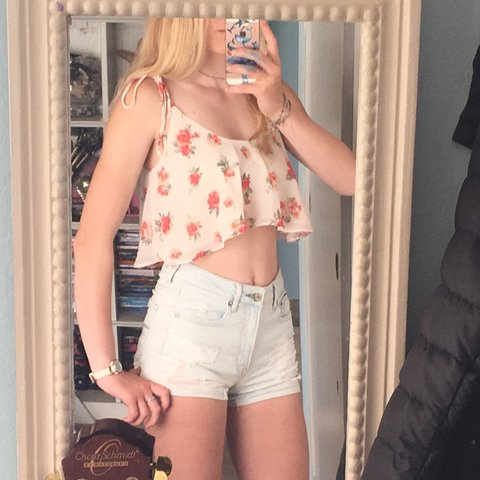 ce2133957ad @trozek. 9 months ago. Ventura, United States. Floral forever 21 flowy crop  top