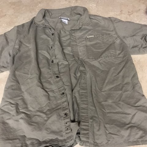 344a527008 COLUMBIA BUTTON UP ARMY GREEN SHIRT A super neat shirt to a - Depop