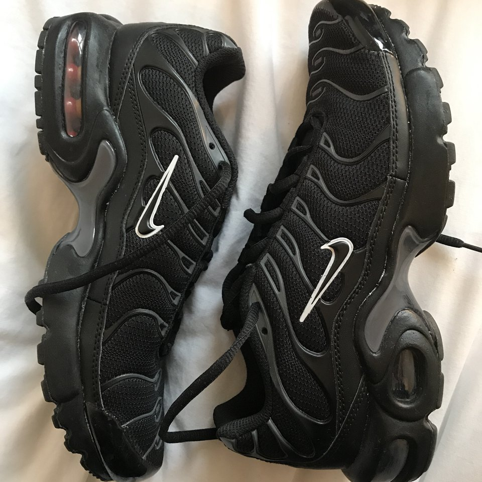 Black and grey Nike tns size 5.5