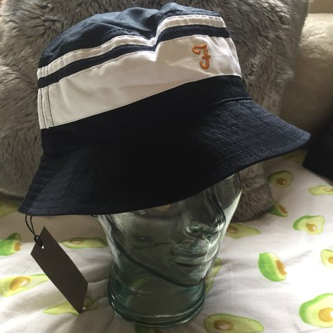 85a309acf9d1a Brand new very stylish Farah reversible bucket hat