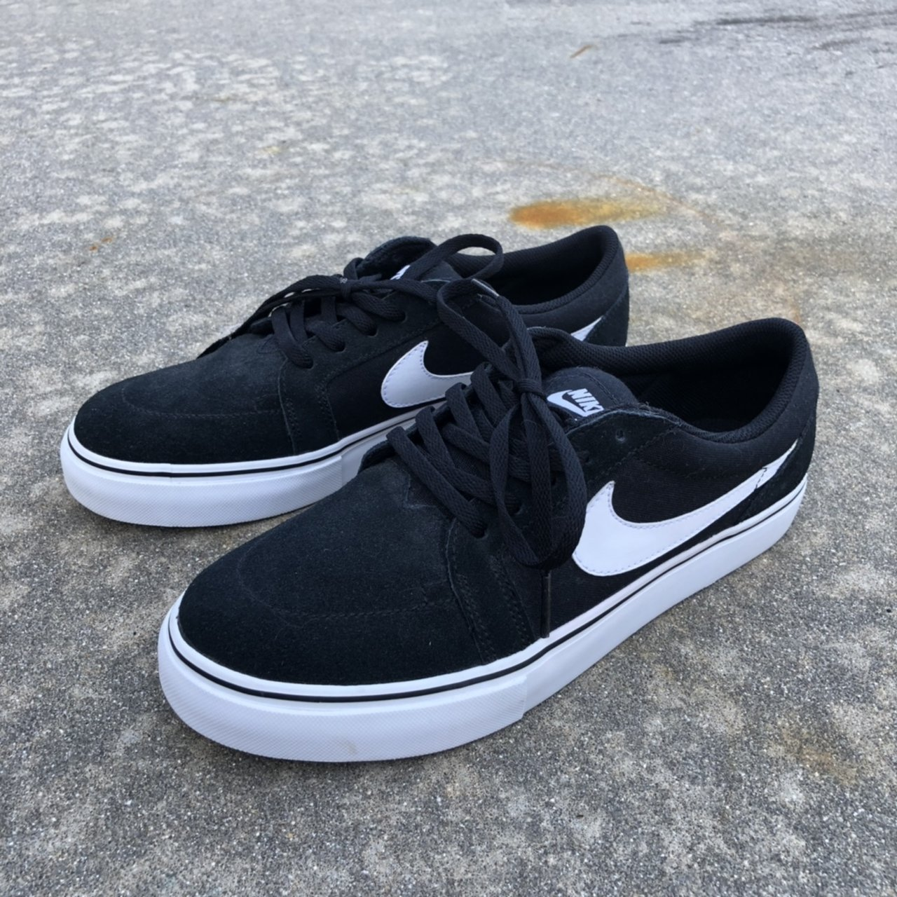 BLACK NIKE SUEDE SB SHOES don't know