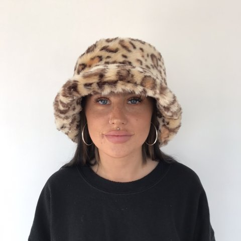 c347464294b84 funky leopard print fur bucket hat 🐆 perfect condition or - Depop