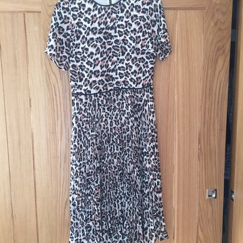 05fe2ad3b98d Oasis Leopard Print midi dress - size 10. Pleated skirt and - Depop