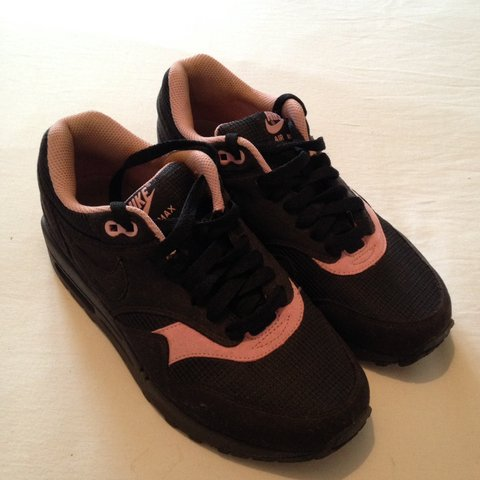 timeless design d4d9e 061f8  claireperry01. 2 months ago. Frodsham, United Kingdom. Nike air max 1  women s trainers, black ...