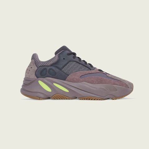 b09abea09c4  365 -   300 HUGE PRICE DROP Only Till Wednesday Yeezy 700 - Depop