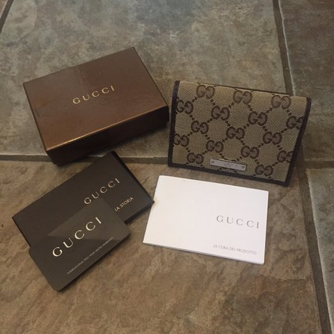 797d0cb71b 100% Authentic Gucci Card Holder Gift box included Only - Depop