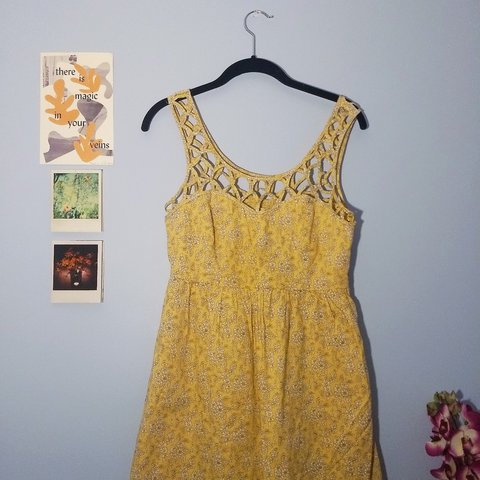 51f44ee58b7e Beautiful yellow floral sundress with a sweetheart neckline - Depop