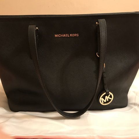 fd9608bd9559 @kaylpc. 11 months ago. Northampton, United Kingdom. Genuine Michael kors  medium sized leather bag. Come with original silk duster ...