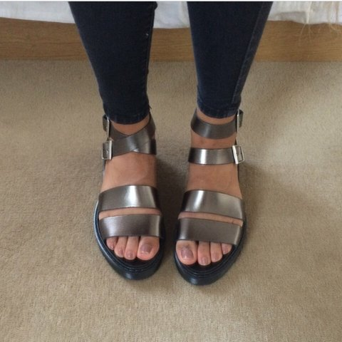 812295933 Office silver metallic grey sandals in a UK 4. Perfect for - Depop