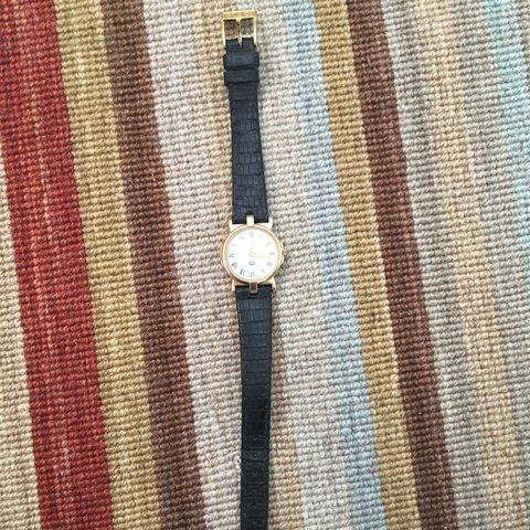 25baf47be91 Gucci watch black 100% authentic 100% real leather - Depop