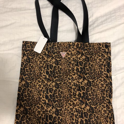 05b0afaa89db @gabbymoreorlesss. 3 months ago. Pickering, Canada. GUESS LEOPARD PRINT  TOTE BAG