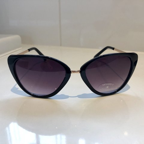 7dfaabe60 7X cat eye sunglasses in black. Bought for £15 from ASOS and - Depop