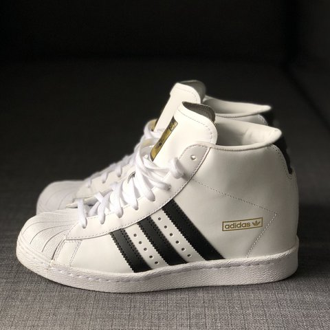 factory price ef8d8 49443 Worn once! Adidas Superstar shell- 0
