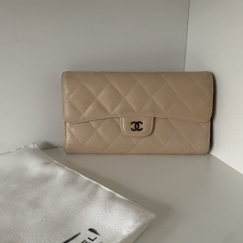 e6cd5ef74580 @sophienjm. 5 months ago. United Kingdom. Authentic Chanel Flap Purse Wallet.  Lambskin with silver hardware.