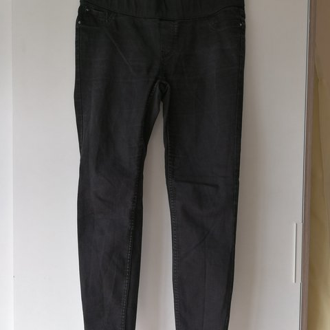 c20cc267bb84a @laurahowes. last year. Hereford, Hereford, GB. New look maternity jeans.  Black Under bump