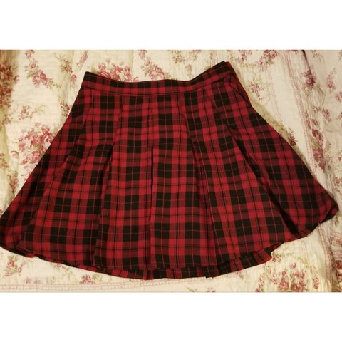 9df17ed67be3 @kstorch98. last month. Minneapolis, Hennepin County, United States. H&M red  plaid pleated skirt. Size US 6