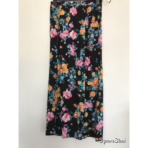 0d1346185 Women's floral maxi skirt with two slits up the front shown - Depop