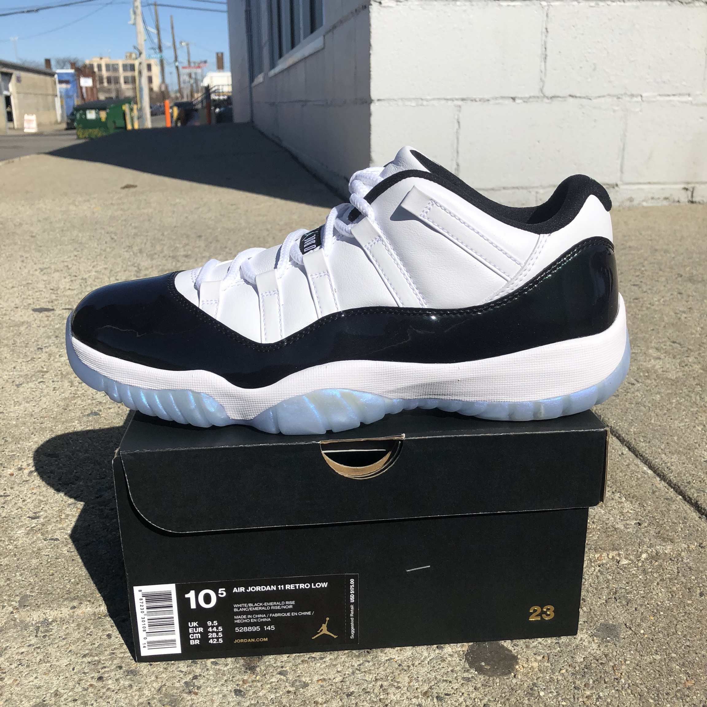 separation shoes e459a decfe Air Jordan Retro 11 XI Low Easter Emerald Concord... - Depop