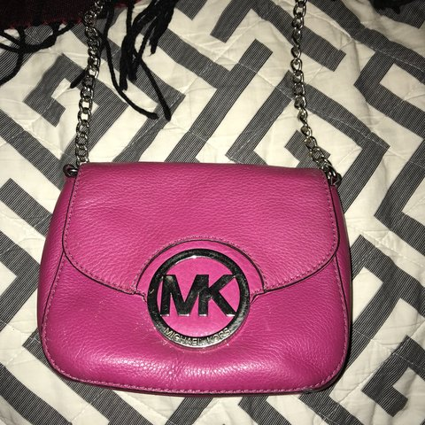 f4aead98f8a5 This authentic Michael Kors crossbody is a gorgeous hot pink - Depop
