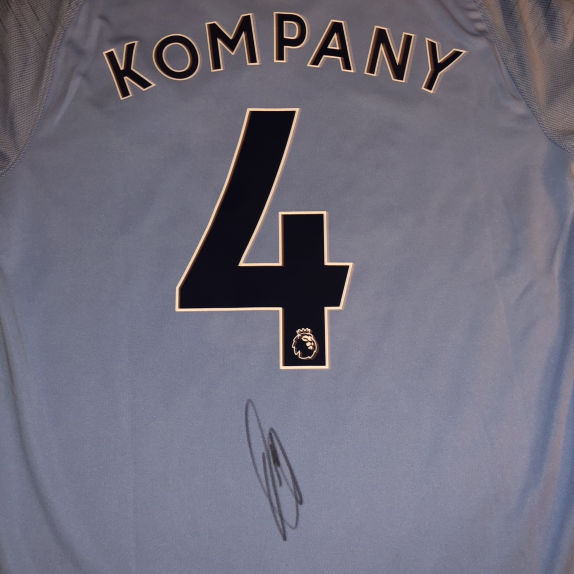 super popular 1cea6 24f83 VINCENT KOMPANY Signed Manchester City 2018/19 Home ...