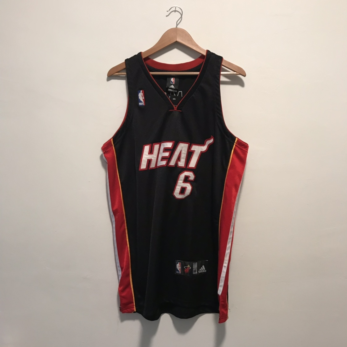 huge discount 842c1 360ec Authentic Miami Heat Lebron James jersey Sz 48 or... - Depop