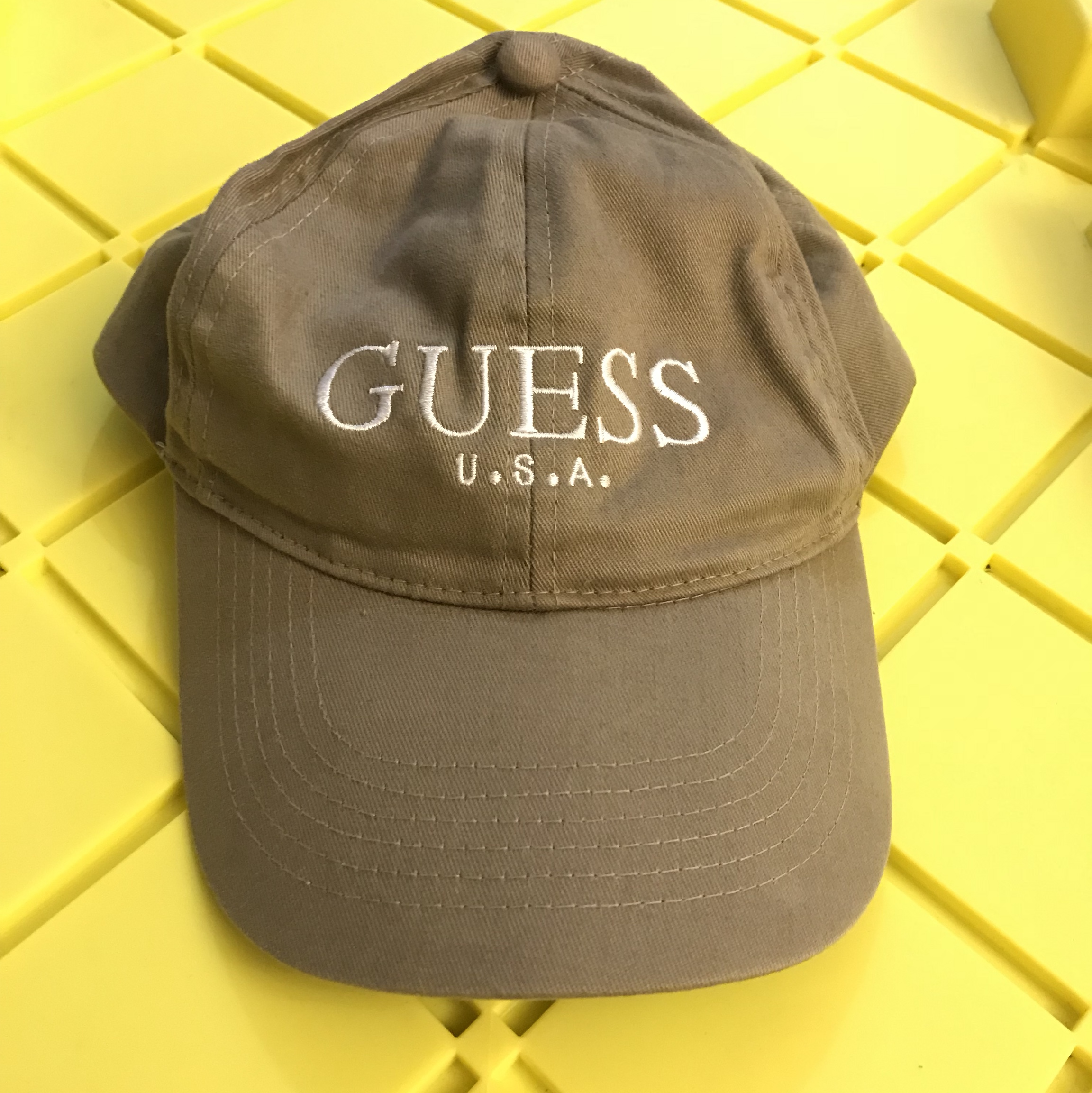 Vintage Guess Hat Brown Perfect for earth tones    - Depop