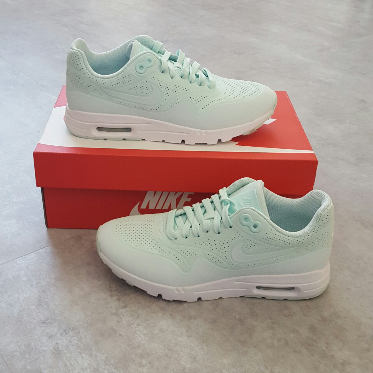 NIKE AIR MAX 1 ULTRA MOIRE IN FIBERGLASS MINT AND