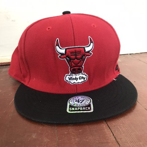 2cd939ccb89 Very nice quality  47  snapback  bulls  windy city. Very 3D - Depop