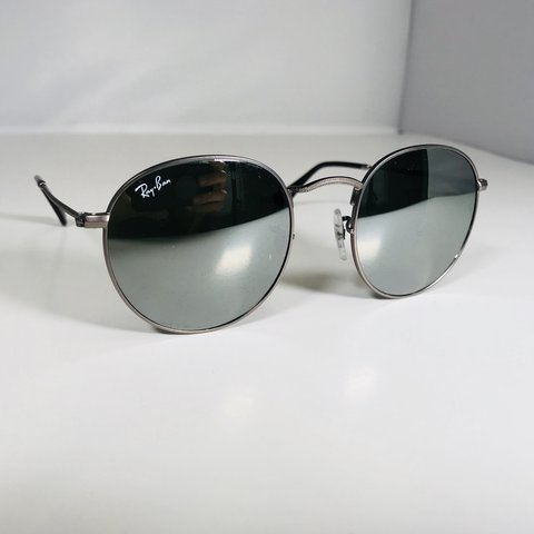 b54f299838 RayBan Classic Round Metal Sunglasses  Silver Flash lenses. - Depop