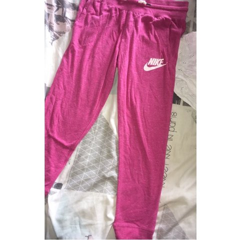 4e918f8a pink nike 3/4 length leggings/joggers 💖 never worn as they - Depop