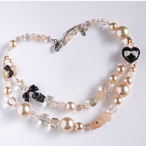 3dcce80ec5c Double strand pearl necklace from the Tuxedo Lingerie A mix - Depop
