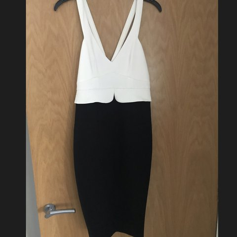 a8e855549c2 Women s Zara XS White and Black block dress