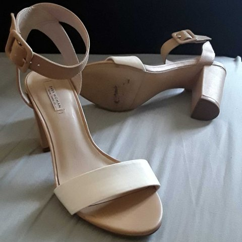 aee5983a1559 Beautiful pair of ZARA sandals heels colours are white and a - Depop