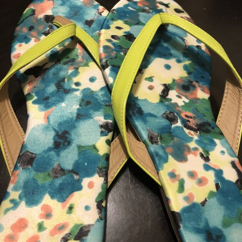 19c5ef6bbc54  veehill01. 8 months ago. United States. Lime green sandals