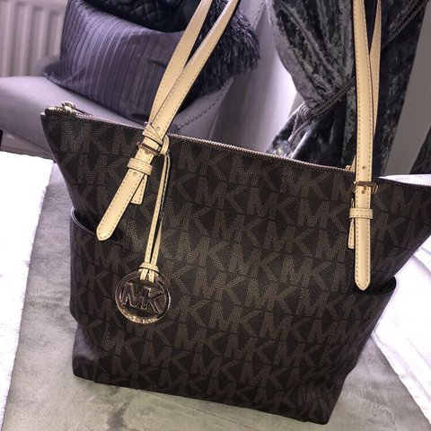 2bd930cfed46d0 @amyjhenley8xx. last year. St. Helens, United Kingdom ‼️Genuine Michael  Kors signature tote bag‼ Only used a few ...