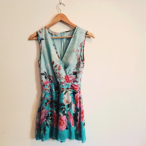 d51afbdf727 Size 8 Floral Playsuit by Parisian. Very flattering and for - Depop