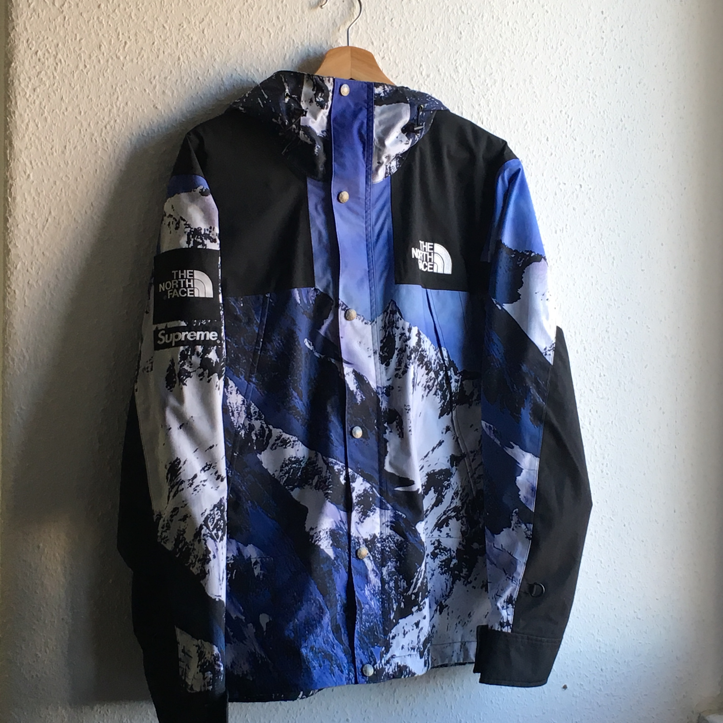 FW17 TNF The North Face x Supreme Mountain Parka Jacke mit Montain Print