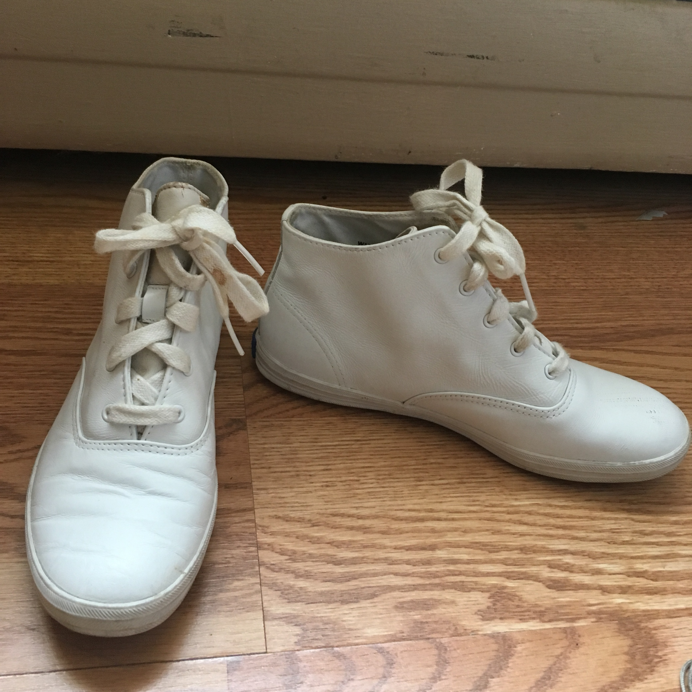 Vintage white leather high-top keds