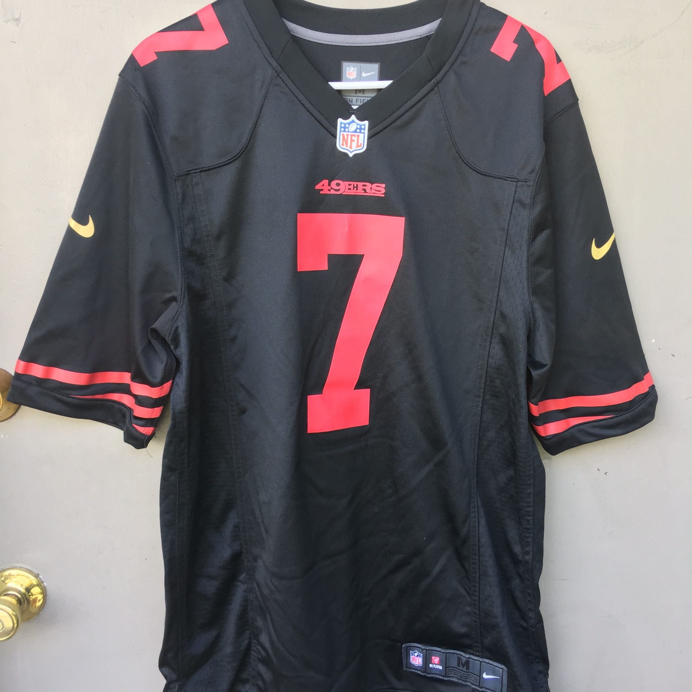 differently f9567 00028 Colin Kaepernick 49ers Jersey Men's size Medium... - Depop