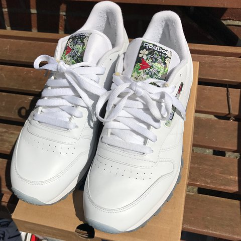 323fb668d8c98 Reebok classic leather ladies hit squad Worn a couple of on - Depop